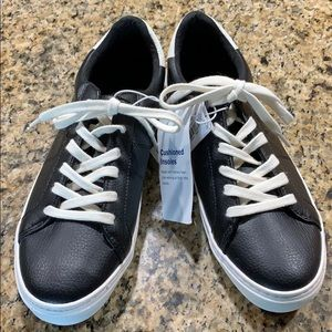 OLD NAVY ladies black tennis shoes - size 7